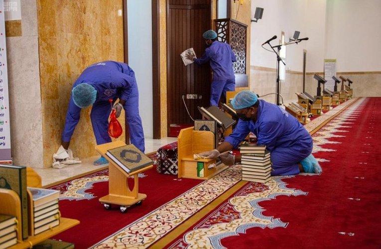 السعودية تغلق 6 مساجد مؤقتاً بـ 4 مناطق بسبب كورونا