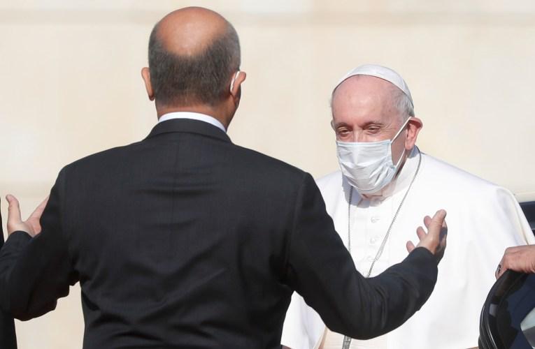 أول زيارة بابوية للعراق.. البابا فرنسيس يصل قصر بغداد ويلتقي الرئيس العراقي (صور )