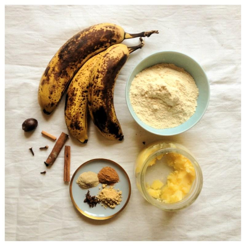 Banankaka med pepperkakaskryddor, kokosnötsmjöl och ghee. Helt fri från sädesslag, vitt socker och mjölkprotein.