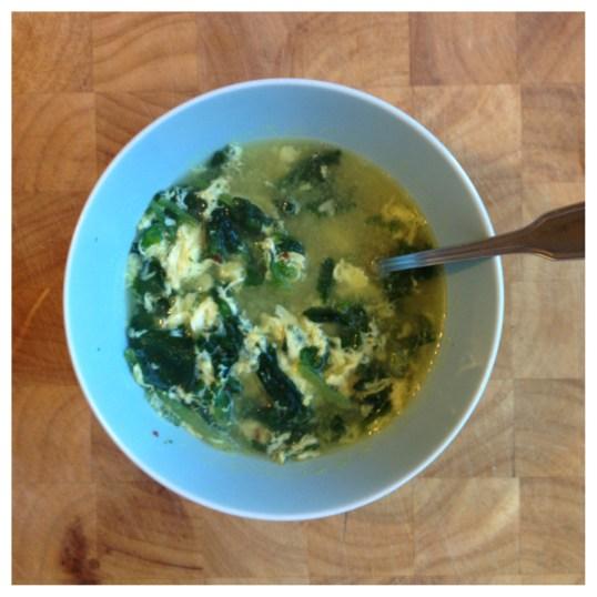 """""""egg-drop soup"""" med spenat"""