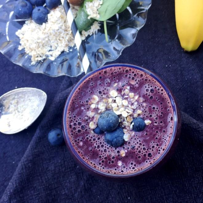 Raw frukostsmoothie med blåbär havre1