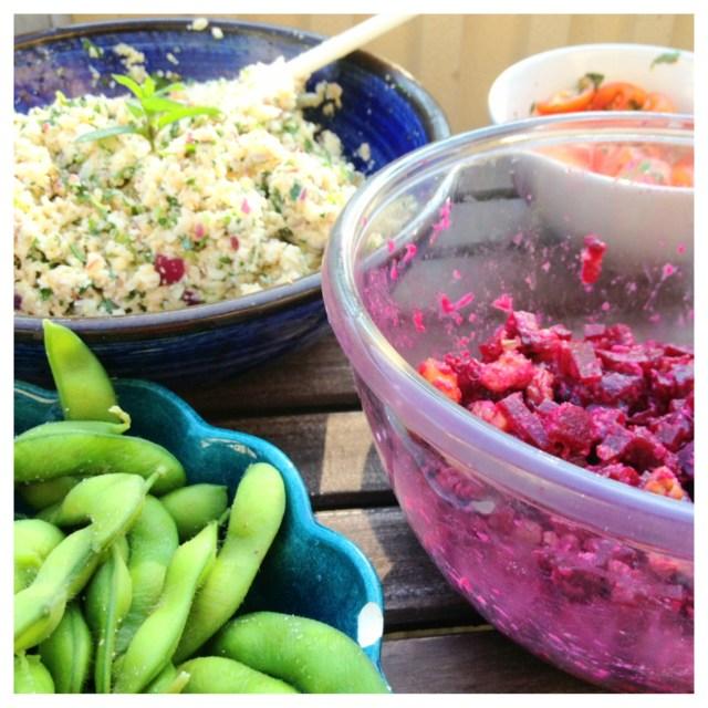 Raw tabboulleh, rödbetssallad med honungsrostade valnötter & tomatsallad