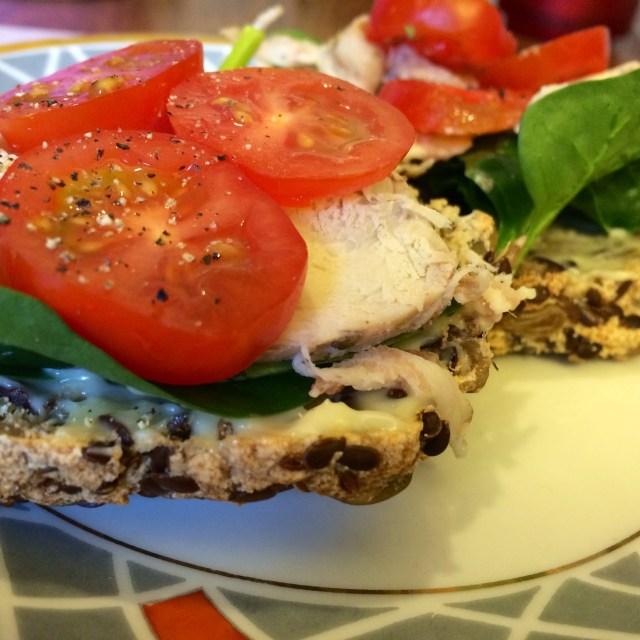 fröbullar med kalkon, majonäs och tomat (glutenfritt, mjölkfritt, mejerifritt, sockerfritt, paleo, Lchf)