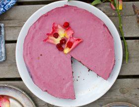 Raw cheesecake med persika och hallon