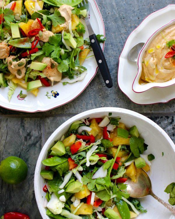 Raw food-sallad med ananas och cashew/tahinisås