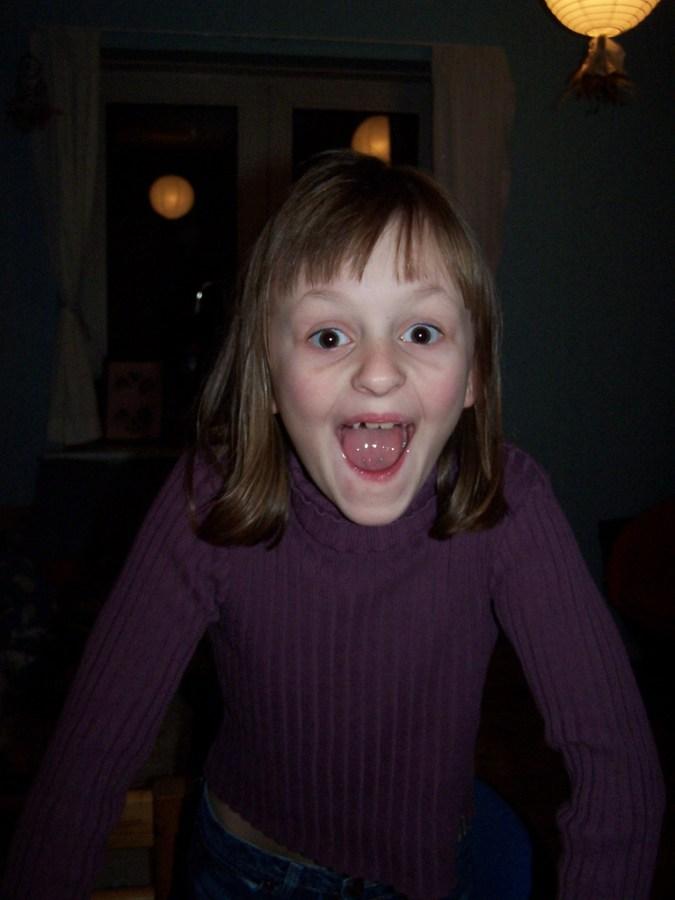 18 måneder – Jonathan sparkede sin søsters tand ud!