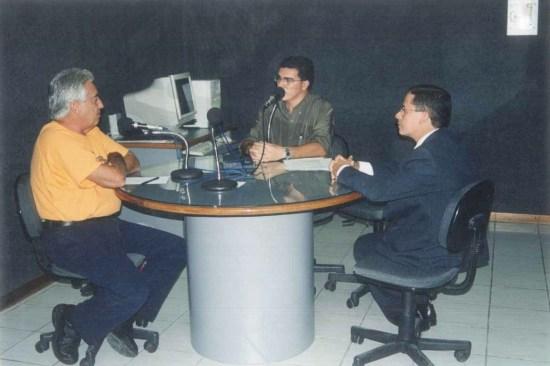 Com o jornalista Francisco José e o promotor Lúcio Almeida, na Rádio Pajeú