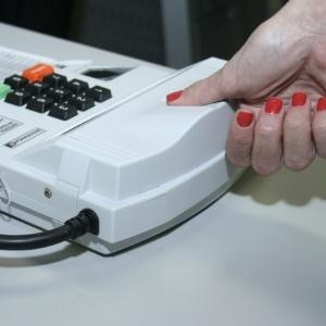 simulacao-de-uso-da-urna-biometrica-no-tre-go-1411056058615_300x300