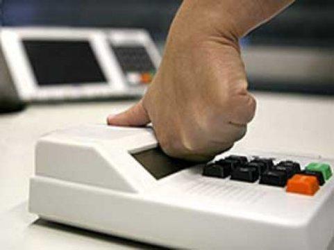 Voto biométrico causou alguns problemas, mas não determinou atraso no resultado final, diz TRE