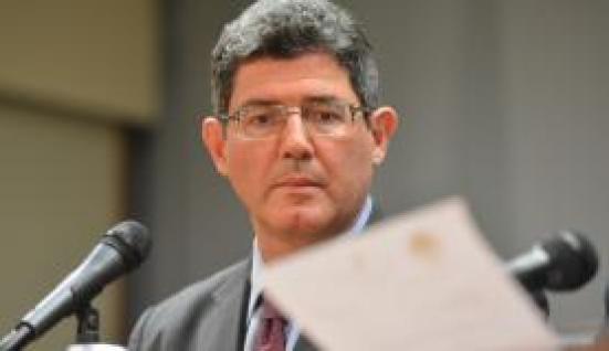 O ministro da Fazenda, Joaquim Levy, defendeu em Patis  o  ajuste  da  economia  nacional  na  direção da  indústria