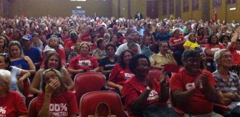 Assembleia realizada nesta segunda (8), no Teatro da Boa Vista, na área central do Recife, encerrar a segunda greve dos docentes