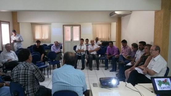 Dom Egídio mais grupo Fé e Política na reunião do Cimpajeú. Foto: Júnior Finfa