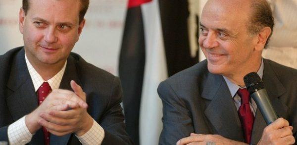 Kassab (à esq.) e Serra estão entre os ministros que mais utilizaram aviões da FAB. Foto: Jorge Araujo/Folhapress