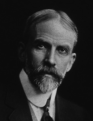 """ד""""ר דנה - המציא את מחלת הנפש פסיכוזופיליה המתארת דאגה לבעלי חיים. במאה ה-19, ניטש קרב על דעת הציבור בין התנועה נגד ניסויים בבע""""ח (שהורכבה בעיקר מנשים) לבין המדענים שביצעו את הניסויים. בניסיון לבלום את אהדת הציבור לתנועה נגד ניסויים בבע""""ח, המציאו המדענים מחלת נפש נשית בשם פסיכוזופיליה המייחסת טירוף דעת לנשים, וגם לגברים עם """"מוח נשי"""", המביעים דאגה לבעלי חיים."""