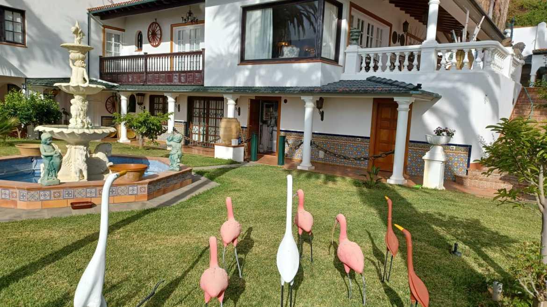 Stunning luxury villa with many possibilities!