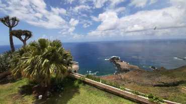 TENERIFFA: UNIQUE OPPORTUNITY: 1st sea line: detached villa in excellent location!