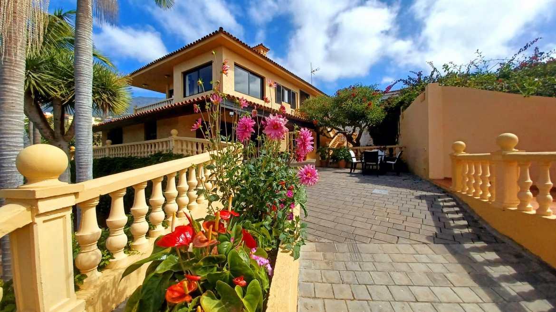 Wonderful huge Villa with panoramic views!