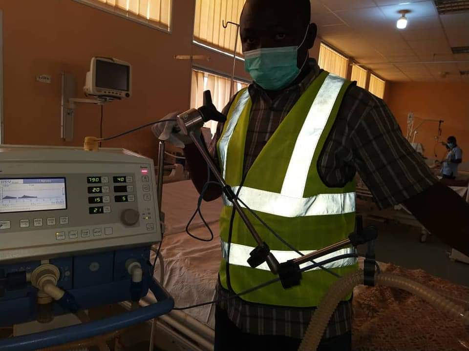 PICTURES: Two men fixes JUTH's spoilt ventilators free of charge as part of their contribution to COVID-19 fight - Nigerian Health Blog