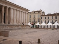 Maison Carrée: tents