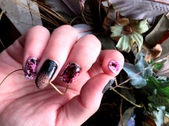 halloween-nails_bloody-dark-glamour-nails