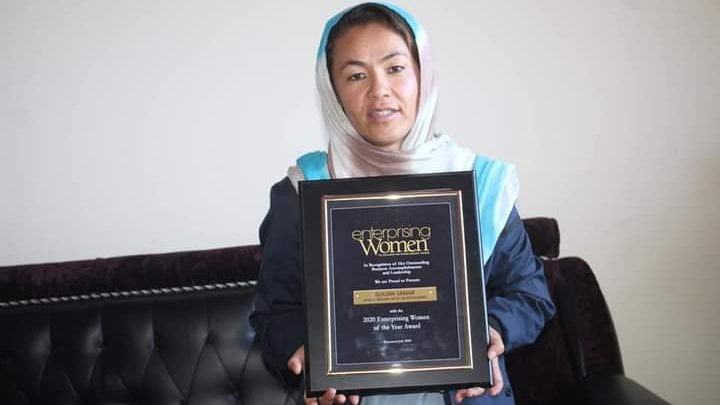 گلجان سمر، تاجر جوان است و امسال از ایالات متحده امریکا جایزهی «زنان کارآفرین-2020» را به دست آورده است.