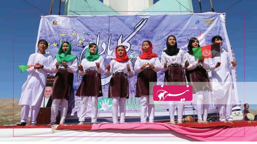 سرود بخشی از برنامههای هنری این جشن است که همه ساله توسط دانشآموزان مکاتب اجرا میشود.