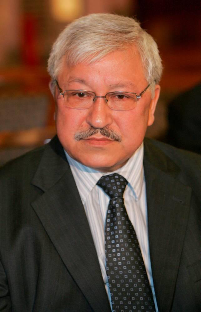دکتر کریم پاکزاد، از اعضای ارشد حزب سوسیالیست فرانسه