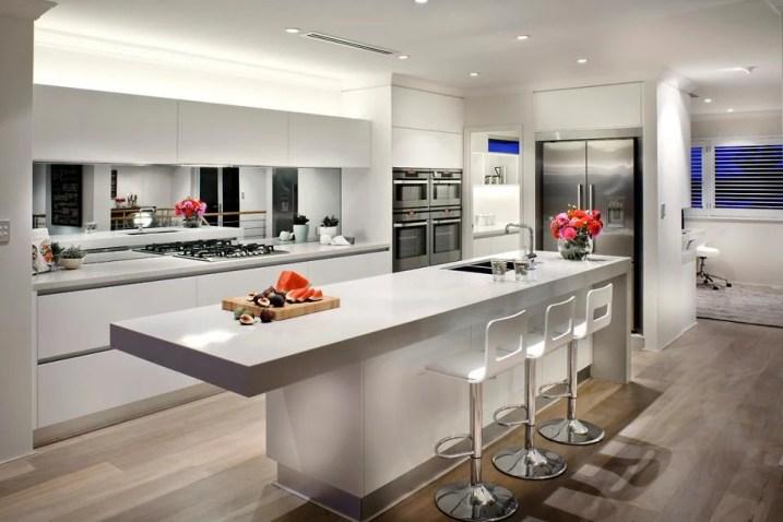 20 Beautiful Kitchens Incorporating Mirrors