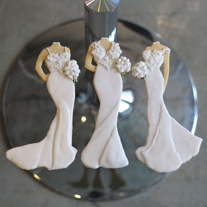 luxury-elegant-wedding-bridal-bridesmaid-cookies-nina-bakes-cakes-web