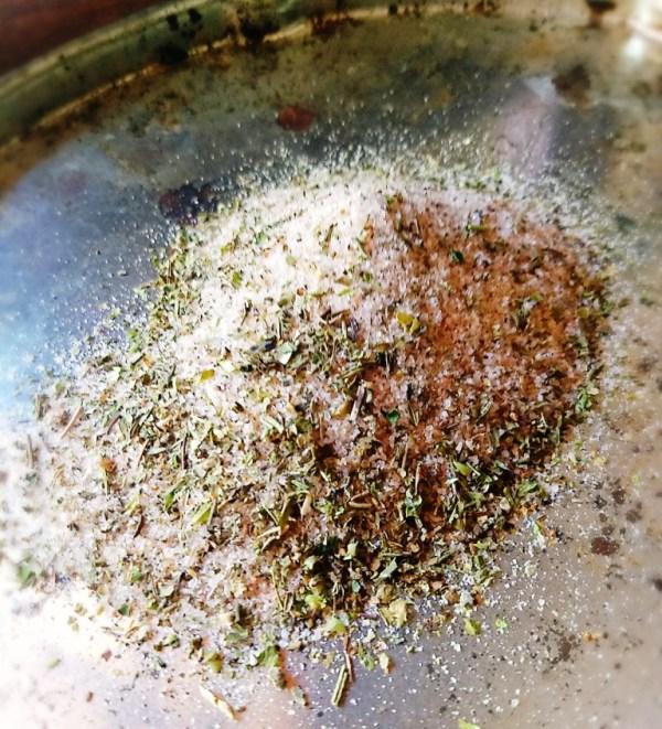 sal del Himalaya con especias