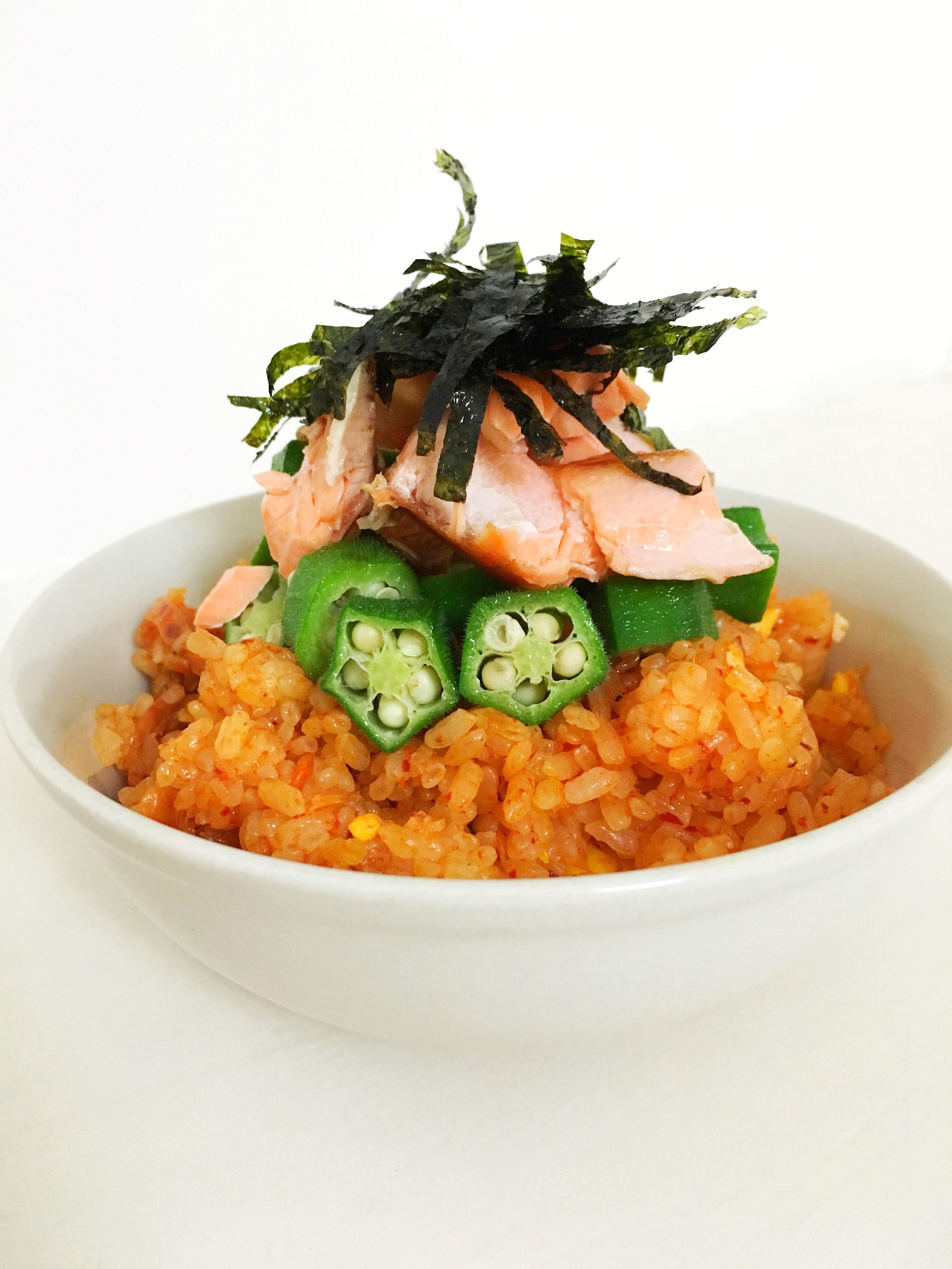 秋葵鮭魚泡菜炒飯 – Nina's 摸索廚房