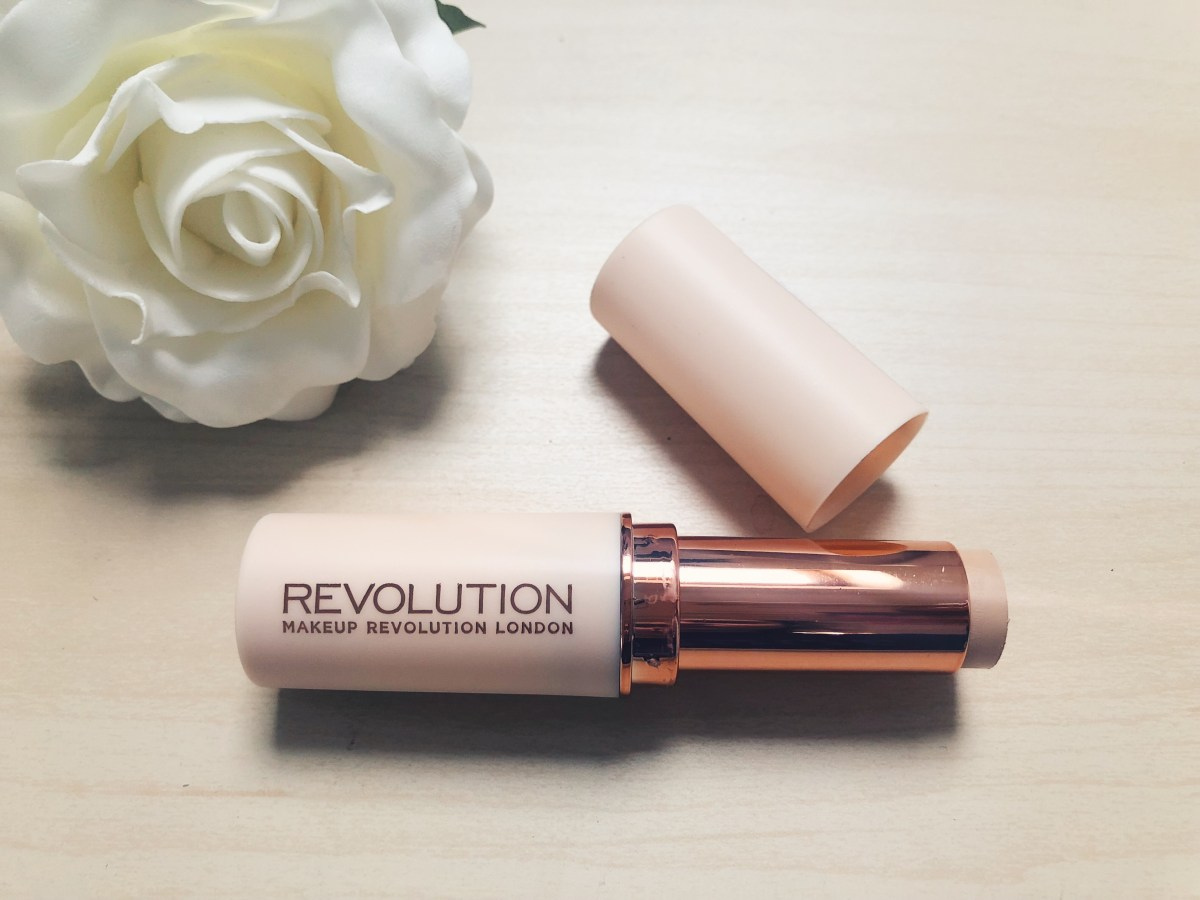 MAKEUP REVOLUTION - FAST BASE FOUNDATION STICK REVIEW, PHOTOS & SWATCHES