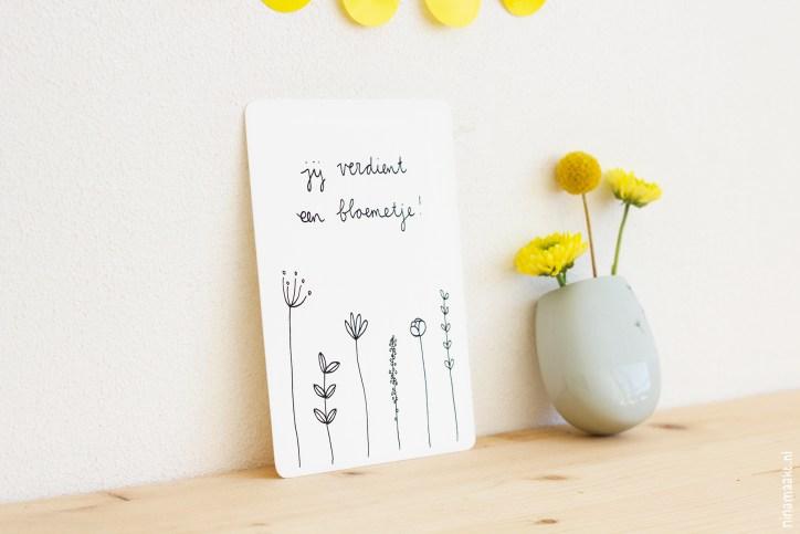 ninamaakt postcard 'Jij verdient een bloemetje!'