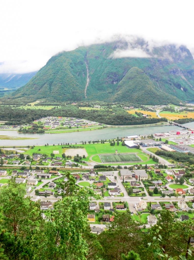 Åndalsnes view from Romsdalseggen