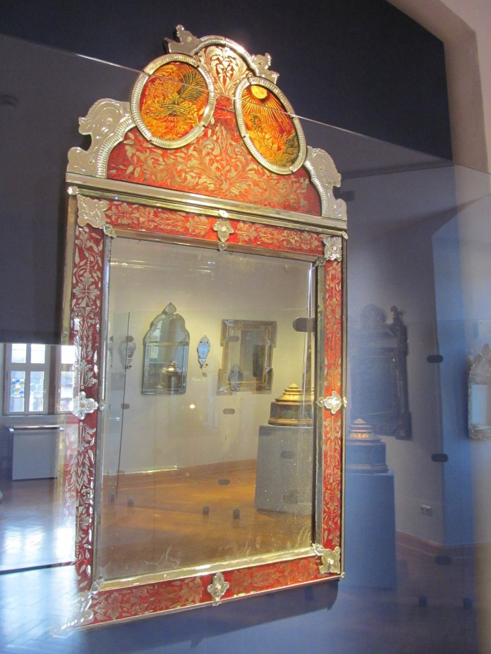 The stepmother's mirror