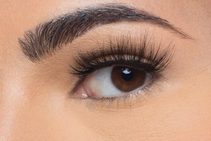 Lola Mink Lashes, close up of ladies eye wearing false eyelash