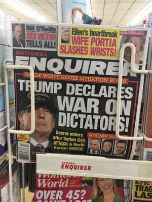 Auf einem Zeitschriftencover sieht man Donald Trump