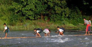 A Rizal (vicino a Manila), a scuola ci si va così...