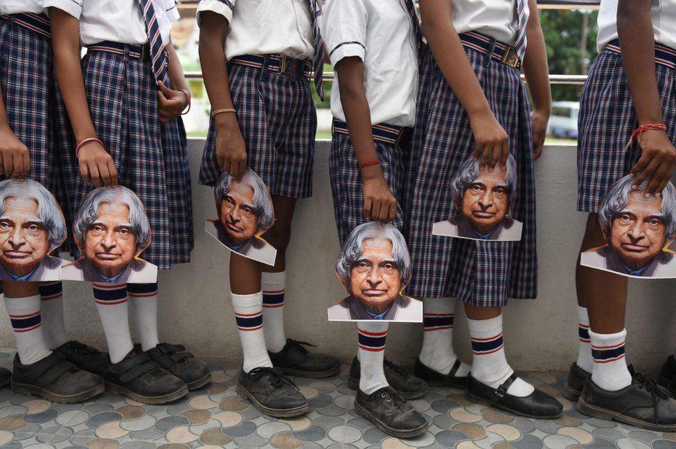In India, le scuole ricordano l'anniversario della morte dell'ex Presidente, Abdul Kalam.
