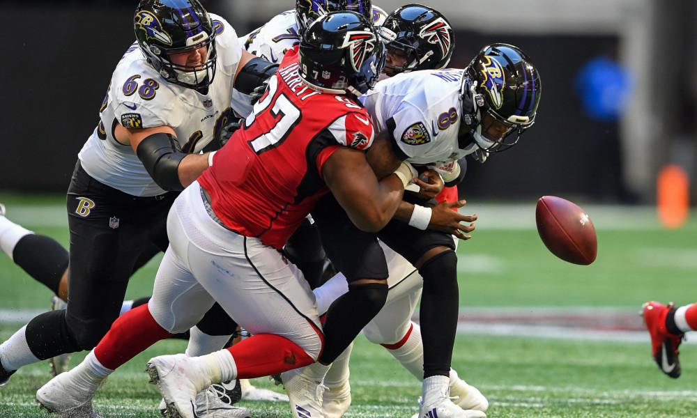 Defensive Linchpin Jarrett Stays In Atlanta Long Term