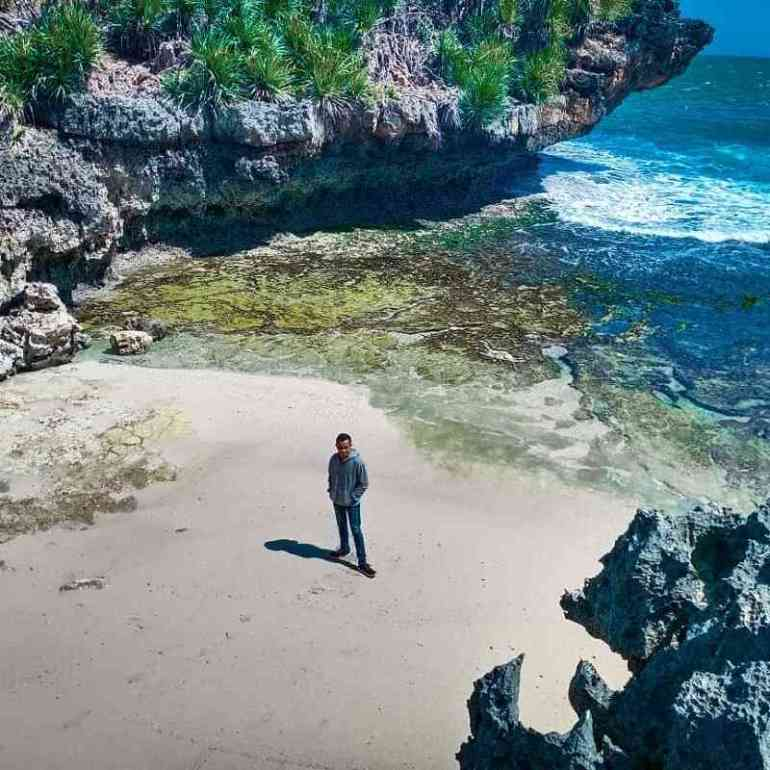 foto di antara batu karang