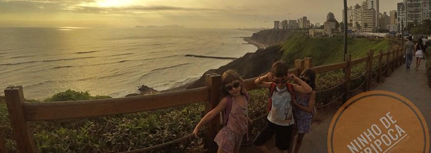 Malecon Miraflores em Lima, Peru, com crianças