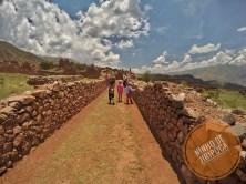 Pikillacta com crianças ruinas pre incas