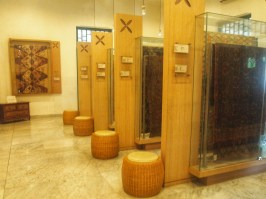 Berbagai Display batik di dalam Galeri Batik