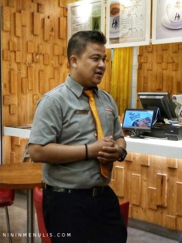 Bapak Gozali, Store Manager Hokben Pondok Indah Mall