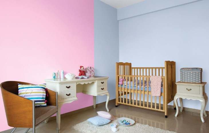 aplikasi warna pink dan abu-abu
