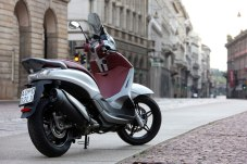 2012-Piaggio-BeverlySportTouring350a-small