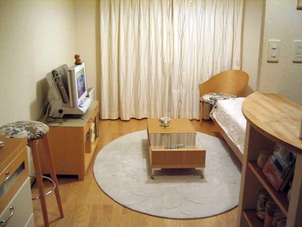 家具に囲まれたワンルーム