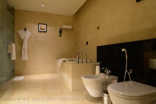 The bathroom of the Address Hotel in Dubai - a 5 star Bathroom