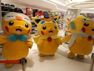 pokecen_tohoku_pikachu_mascots_photo_4
